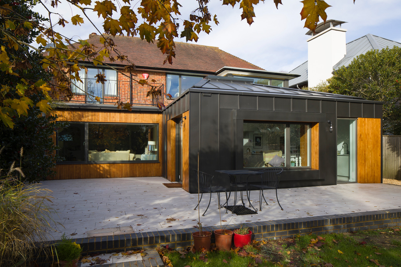 Single-storey extension