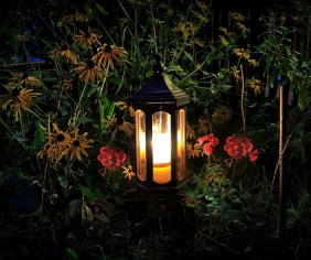 5 stylish ways to light up your garden